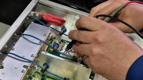 Testing of electronic components with a multimeter