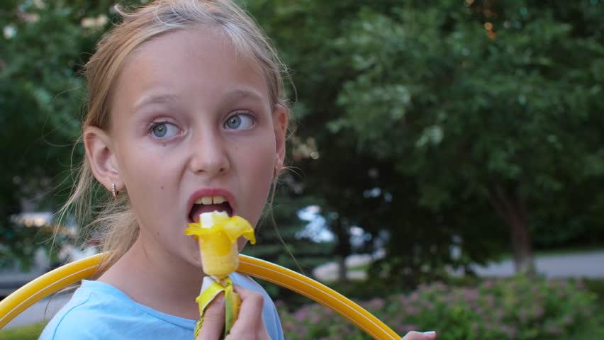 petite-teens-eating-cum
