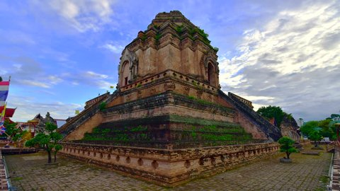 4K time lapse video of Chedi Luang Varavihara temple, Thailand.