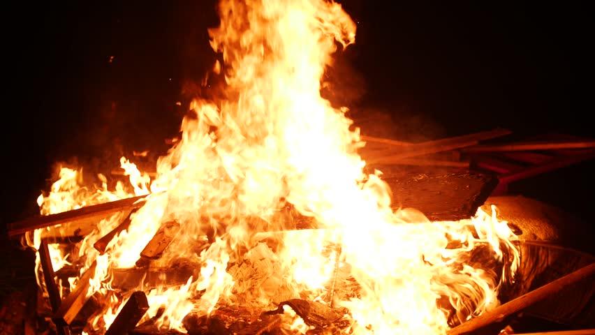 Bonfire tinder deutsch