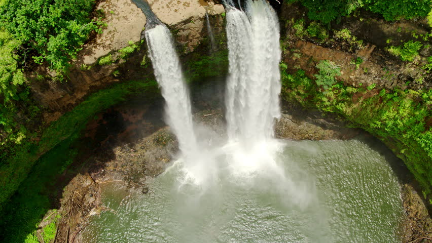 Wailua Falls in Kauai, Hawaii / Aerial ProRes HQ #1015579876