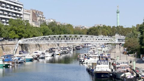 """Paris, in summer, in a district to the east of the city, called """"Bastille"""". The port of the Arsenal (port de l'arsenal) is a very popular place for Parisians who come to rest next to the boats."""