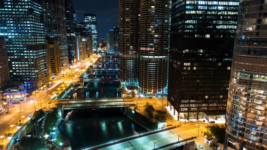 Time-lapse of the Chicago River with traffic and boats at night #1017057526