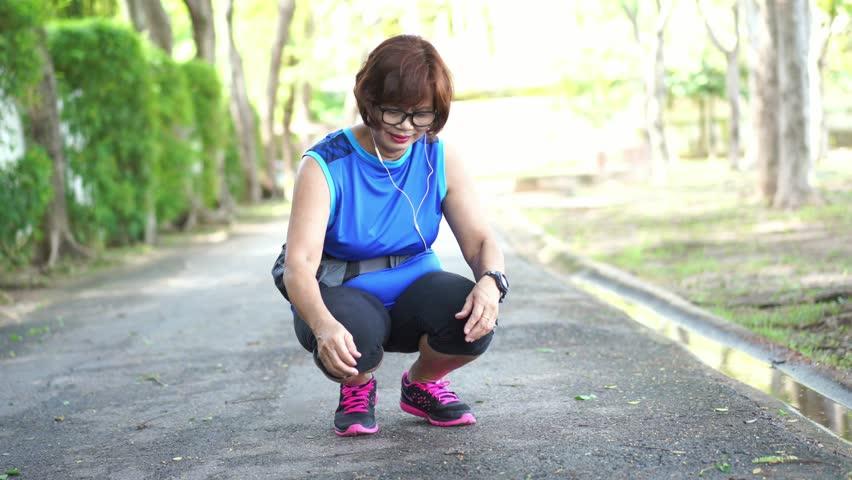 asian-hand-jog