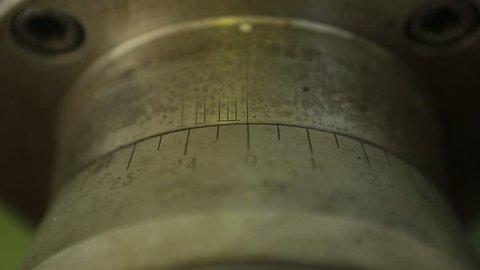 Setting up micrometer parameters on a metal scraper