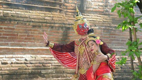 Garuda is a god of Hindu mythology. The story is written as a play in Asian countries such as India,Thailand or Indonesia. Garuda and red women are showing love as one of Thailand's most famous novel