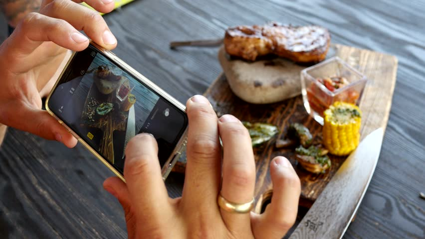 take a photo of food in a restaurant with mobile phone camera for social network