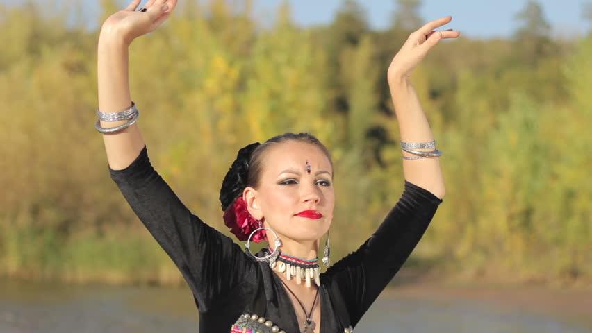 Beautiful exotic girl dancers foto 217