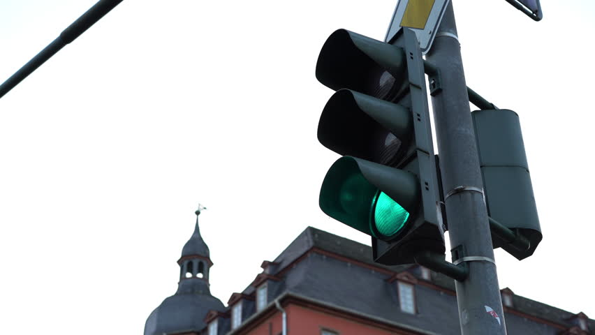 City intersection light turning from green to red 4k | Shutterstock HD Video #13534076