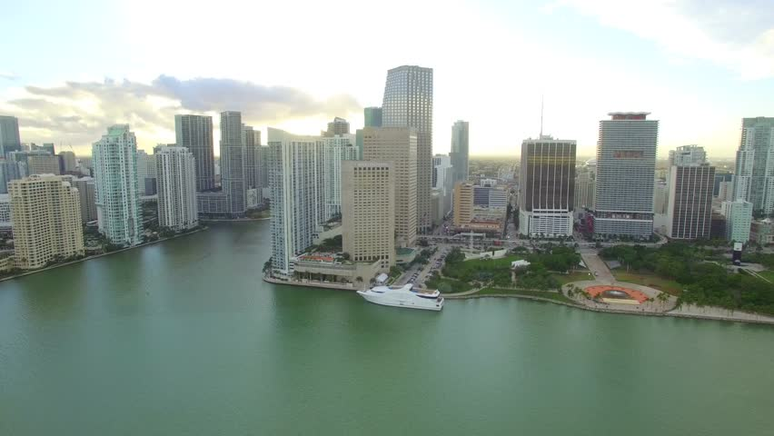 Miami January 7 Stock Video Of The Intercontinental Hotel Located On Biscayne Boulevard At Downtown 2016 In Fl Usa Footage