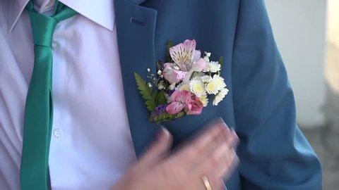 groom boutonniere straightens
