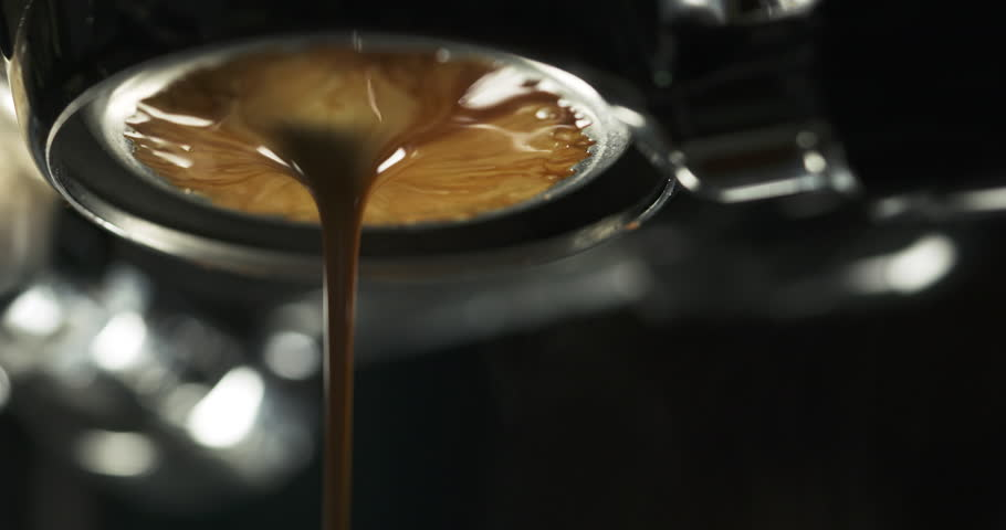 coffee extraction with bottomless portafilter from pro machine