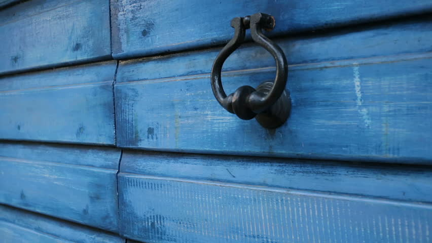 Woman\u0027s hand knocks on a door & Hand Knocking On Door Stock Footage Video | Shutterstock