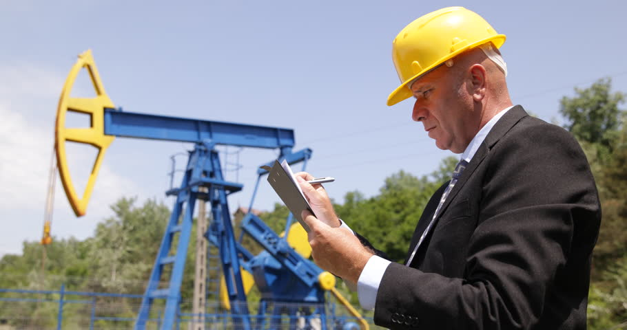 Awesome Oil Foreman Use Tablet Planning Maintenance Schedule Extra .