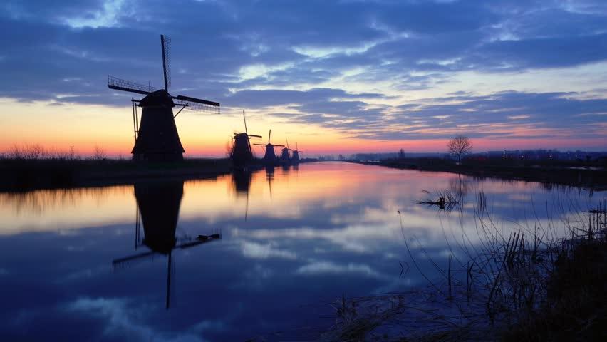 Timelapse of a sunrise at the famous mills of Kinderdijk / Netherlands