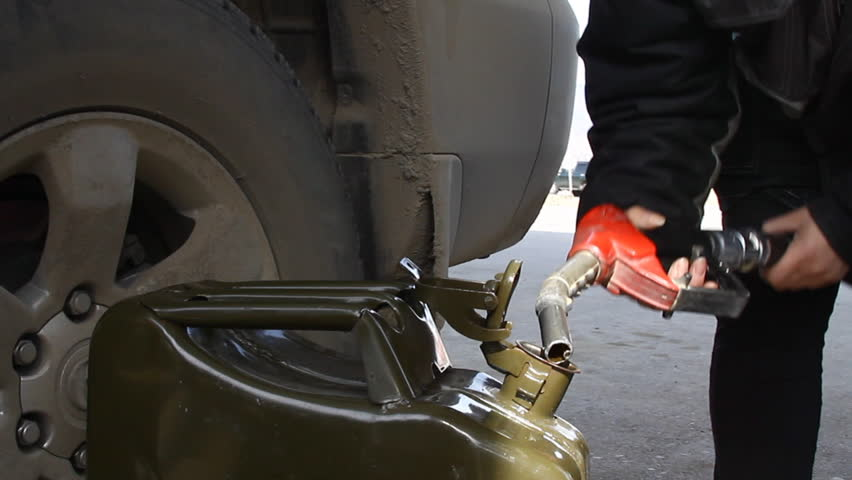 filling gas can