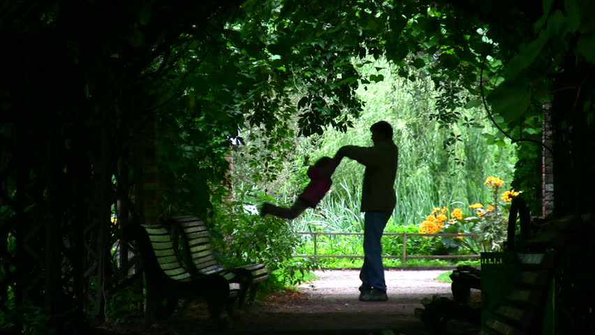 Father Rotatting his Daughter : Silhouette in green arch