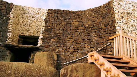 Newgrange in the Boyne Valley is a 5000 year old Passage Tomb famous for the Winter Solstice illumination. Irelalnd.