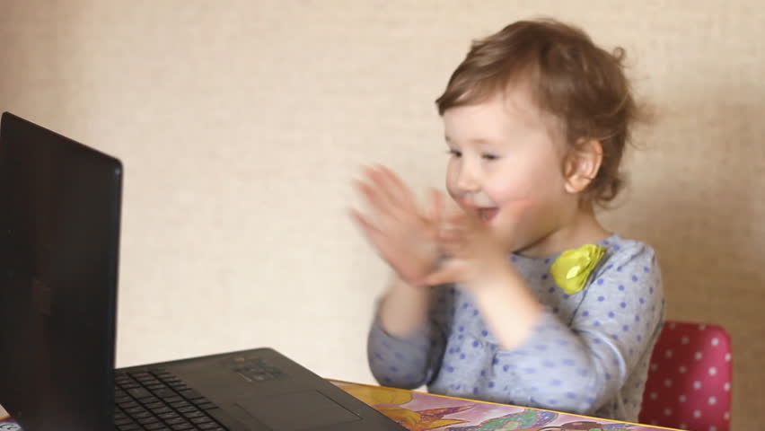 Девушка в компании гомиков видео фото 744-576