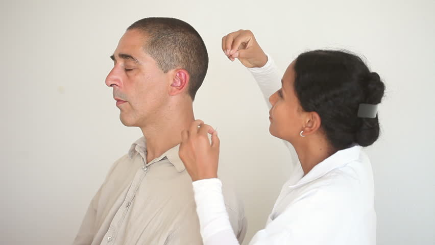 Alternative Medicine: Female Doctor Applying Acupuncture ...
