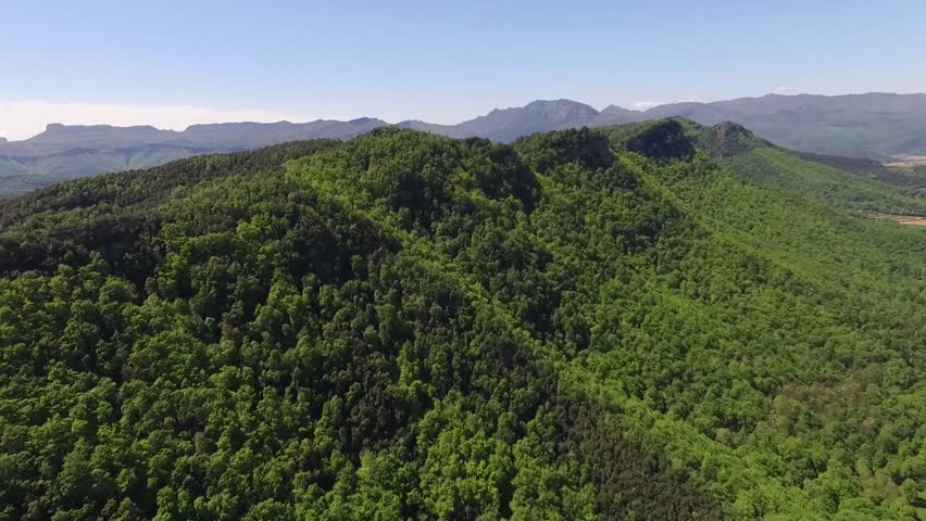 Raven Serra Corb, Garrotxa, between flat Bas and Hostoles valley It forms the western mountainous alignment that subpirinenca from flat to flat Bas Banyoles, separates the basins of the Ter and Fluvià