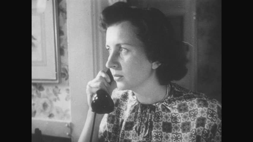 1950s Woman Speaking On Telephone Vidéos De Stock 100 Libres De Droit 28433506 Shutterstock