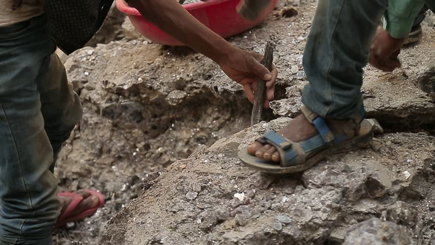 Slavery in Asia. Unskilled workers. Mining of mica. India.