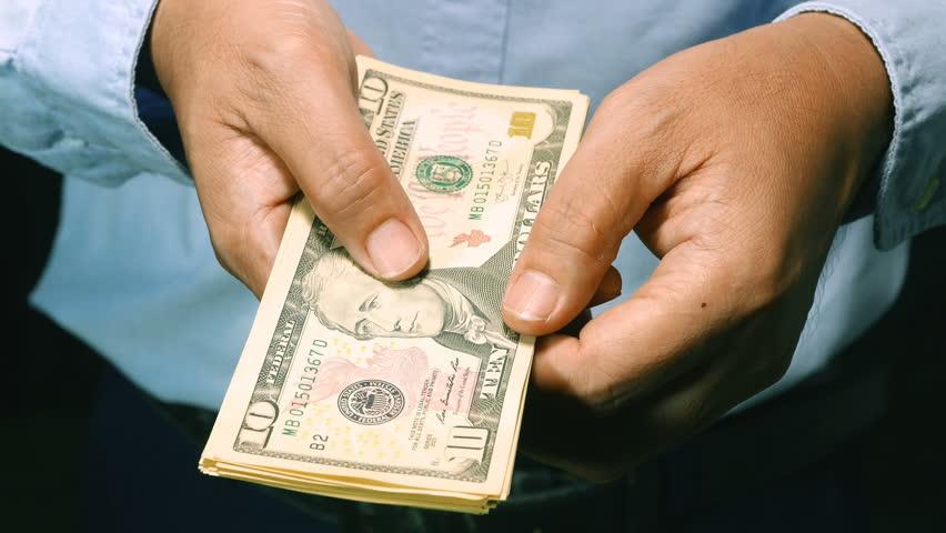 Rüyada Elinde Para Görmek Harcamak