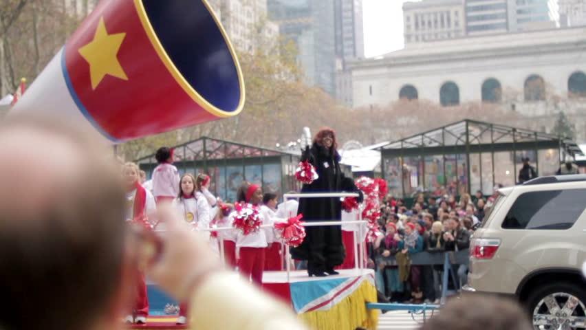 NEW YORK - NOV 26: Macy's Thanksgiving Day Parade with Gloria Gaynor on float on November 26, 2009 in New York, NY.