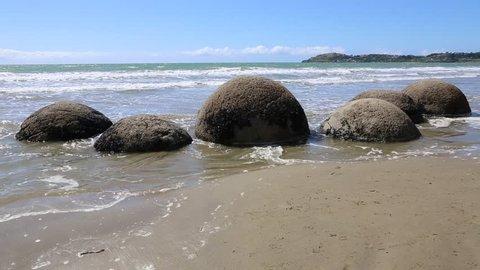 Spherical rocks on Koekohe beach - Moeraki Boulders, New Zealand