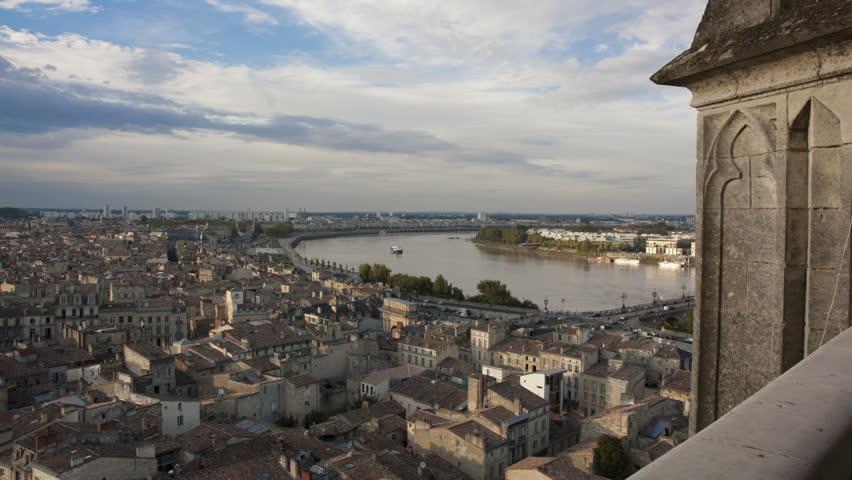 Bordeaux quays of the Garonne, Pont de Pierre, bank left and right arrow to Saint Michel - timelapse
