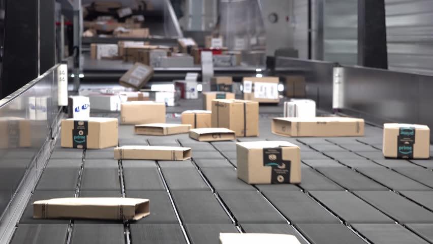 Huge amount of parcels bein transported on conveyor belt system
