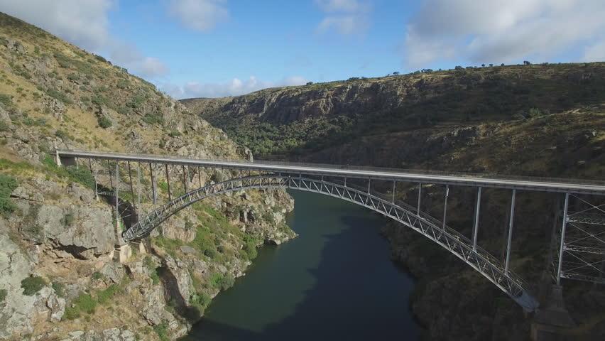Pino Bridge en Zamora, Aerial view of iron bridge over canyon in duero river with tourist walking, 4K