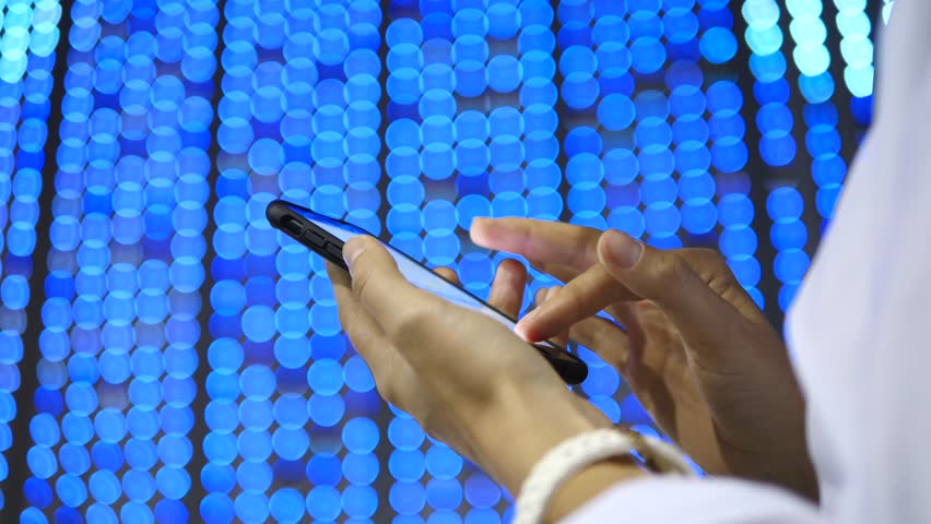 touch screen technology In many offices today, workers have smartphones, notebooks and tablets but what about ginormous tablets well, those are coming too although it is still a nascent device category (without a defined name), the large-screen touch screen technology is becoming more common.