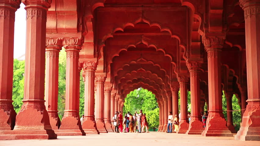 Visitors arriving at Red Fort