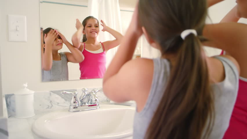 Two Adorable Little Girls Share The Bathroom As They Get -5120