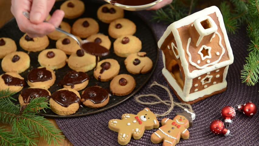 Christmas Baking Process Red Balls Stockvideos Filmmaterial 100 Lizenzfrei 4654586 Shutterstock