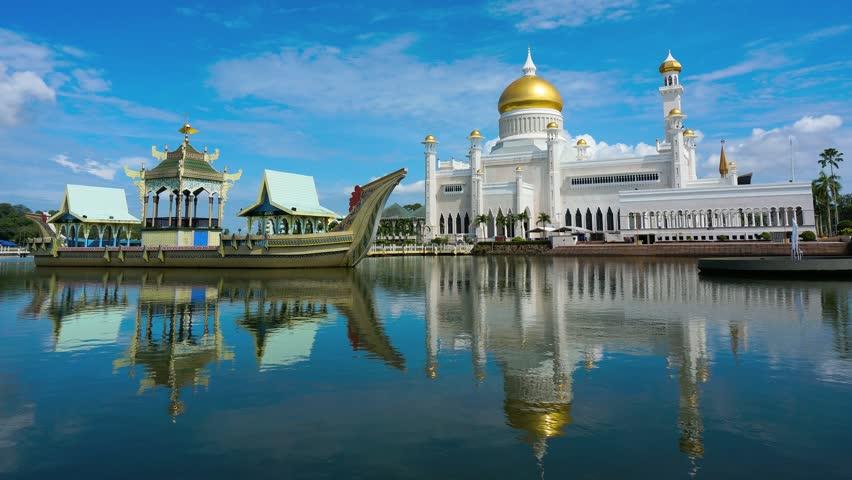 Sultan Omar Ali Saifuddin mosque | Shutterstock
