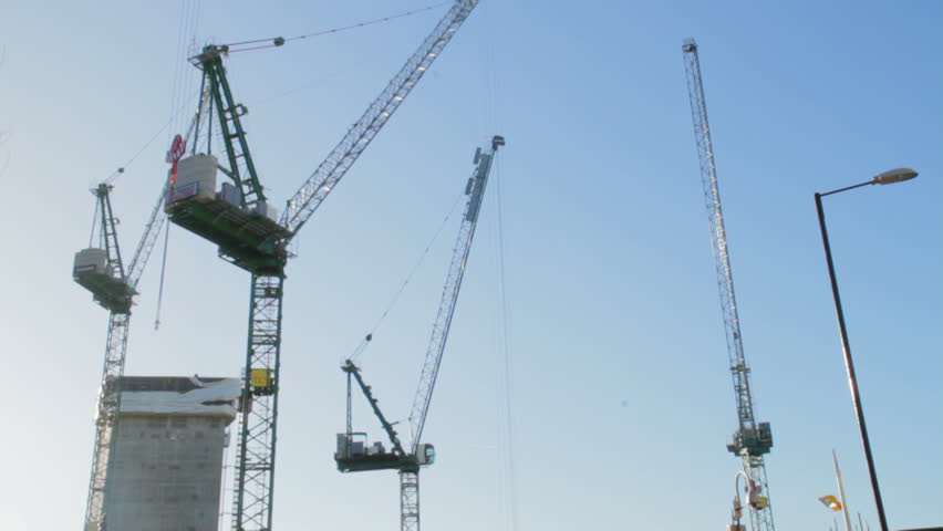 crane moving speeded up with blue sky with sun london city