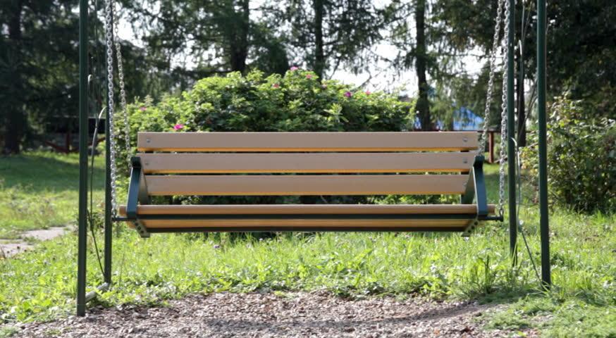 Bench Empty Swing In Park Vidéos De Stock 100 Libres De Droit