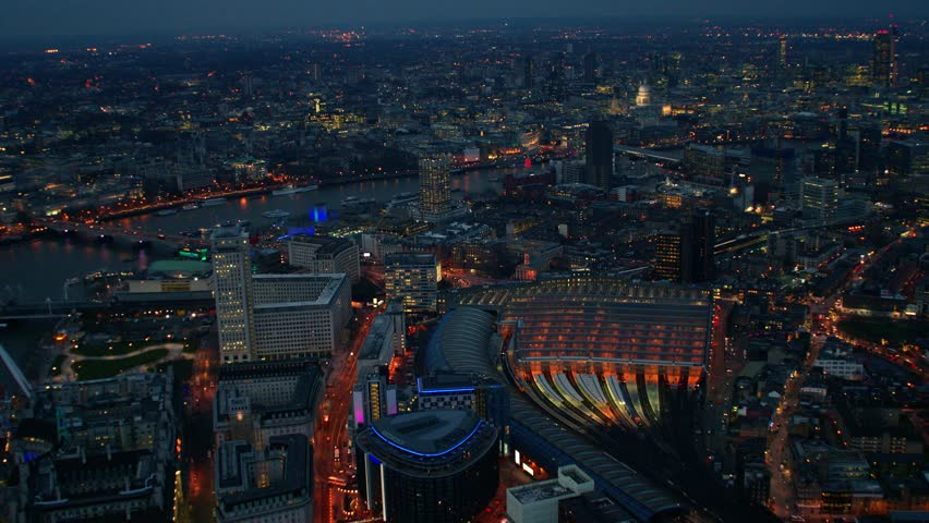 4K Aerial shot of Central London with view of the River Thames, St Paul's Cathedral, Waterloo Station, Southbank Centre | Shutterstock HD Video #6008216