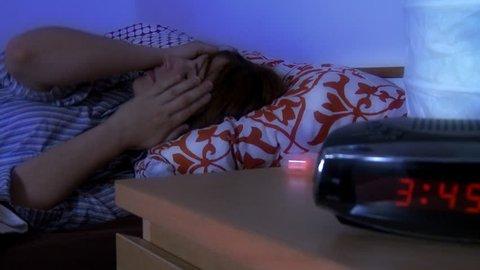 girl having trouble sleeping