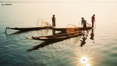 Video 1080p - Myanmar. Inle Lake. Fishermen on vintage boats sail home with a catch