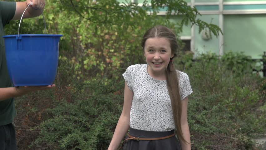A Tween Girl Takes The Ice Bucket Challenge An Ice Cold Bucket - Pictures of tween girls