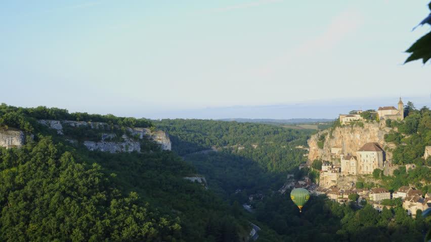 Header of montgolfier