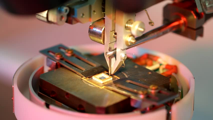 Universal wire bonder microelectronic equipment in work