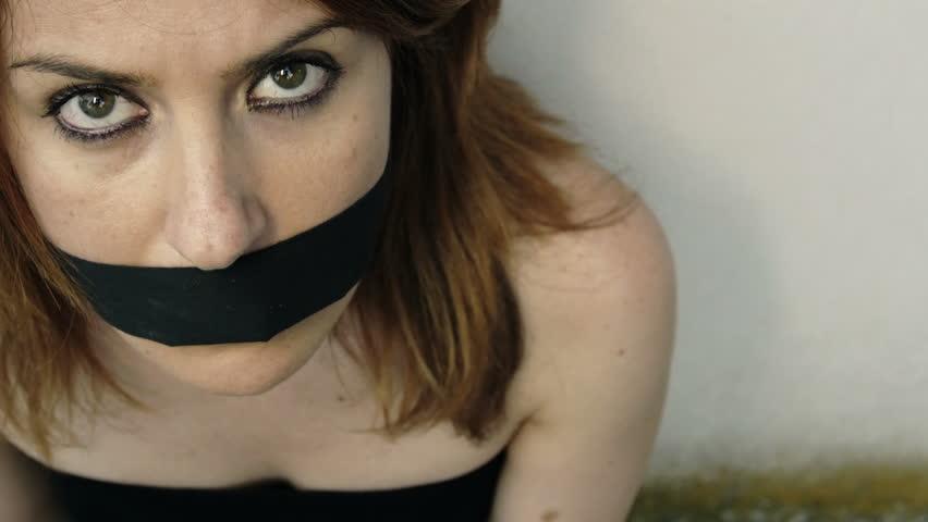 видео про голых девушек с кляпом во рту и связаных
