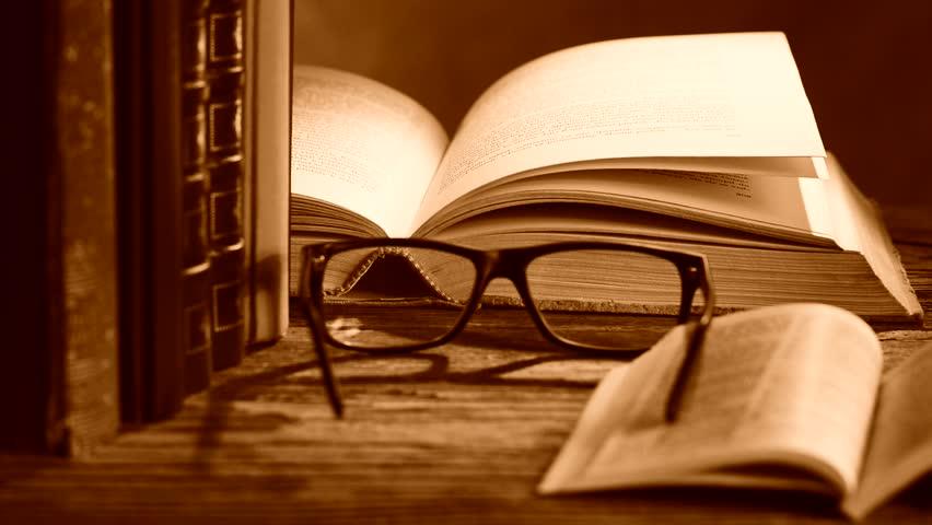 Κριτικός και συγγραφέας