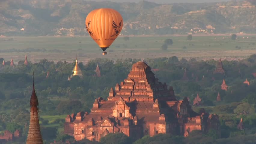 November 11, 2014, Bagan, Myanmar (Asia). Journey with Ballons at sunrise, flying over temples 005.  In the background: Dhammayangyi Temple, a Buddhist temple.