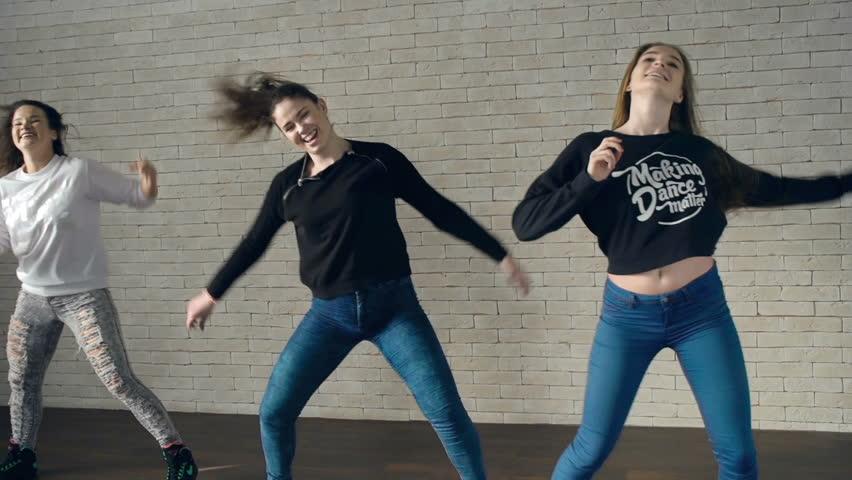 Девушки в комбинации видео и фото фото 451-260